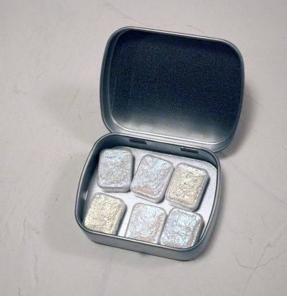 Stříbrná menší uvnitř